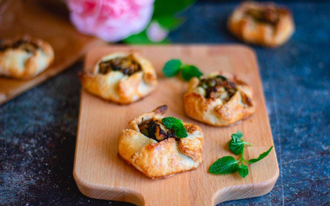 Mini sfoglie ai funghi e formaggio